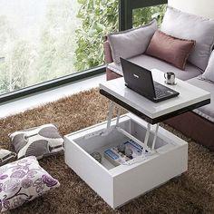 A linda mesa de centro possui uma solução em ferragens que permite transformar-se em uma pequena mesa de trabalho. É marcenaria criativa dando um show de criatividade.  #solucoescompletas #marcenariacriativa #solucoescriativas #marcenariamoderna Crédito: Houzz