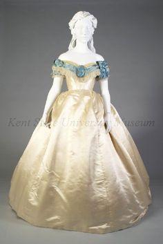 1800s Fashion, 19th Century Fashion, Edwardian Fashion, Vintage Fashion, Vintage Tea Party Dresses, Vintage Gowns, Vintage Outfits, Renaissance Dresses, Medieval Dress