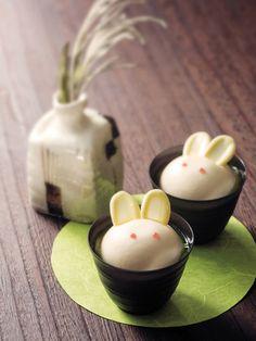 「Wa・Bi・Sa」rabbit sweets for Otsukimi Japanese Food Art, Japanese Cake, Japanese Sweets, Cute Food, Yummy Food, Japanese Wagashi, Kawaii Dessert, Eat This, Cute Desserts