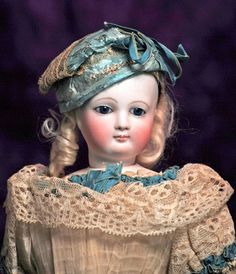 VERY BEAUTIFUL, ALL-ORIGINAL, FRENCH BISQUE POUPEE WITH : Lot 122