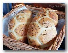 Dnešní křupavé a vevnitř měkké housky | NejRecept.cz Czech Desserts, Bread And Pastries, Bread Rolls, Pavlova, How To Make Bread, Pain, Bread Recipes, Good Food, Brunch