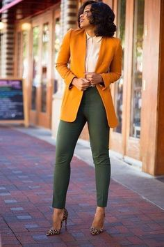 Corporate attire for Women Professional business attire should convey your credibility and competence, but also reflect some personality without going overboard. It is importa… Casual Work Outfits, Business Casual Outfits, Professional Outfits, Mode Outfits, Work Attire, Office Outfits, Work Casual, Business Fashion, Classy Outfits