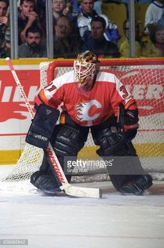 rick-tabaracci-of-the-calgary-flames-skates-against-the-toronto-maple-picture-id836985842 (405×612)