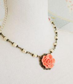 Pfirsich-Blume Halskette, Perlenkette, romantischen Schmuck, Pfirsich und Elfenbein Schmuck, Blumen Halskette, Bronzeschmuck, Geschenk für sie, Frauen