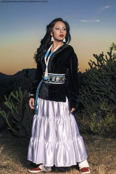 5 Dress Styles That Will Make You Look Thinner. While particular ladies wear products you see on the runway might look terrific on models, they might not look great on every woman. American Indian Girl, Native American Clothing, Native American Beauty, Indian Girls, American Indians, Navajo Clothing, Navajo Women, Fashion Tips For Women, Fashion Ideas