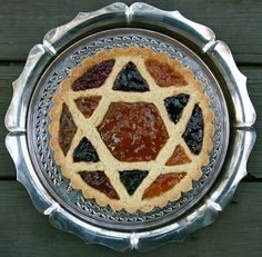 Can't wait to make this English Epiphany jam tart for a tea party I'm attending (serendipitously) on Epiphany! Using different colored jams gives it a stained glass look I'm going to add to my repetoire.