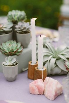 Incorporating Geodes, Agates, and Quartz into your wedding. Love the natural elements mixed in with tabletop decor!