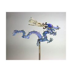 Dragon hairpin with Kingfisher feathers inlaid. The dragon symbolizes goodness and power. It represents the season of Spring and is the guardian of the East. Feather Jewelry, Hair Jewelry, Jewellery, Asian Hair Ornaments, Dragons, Chinese Hairpin, Dragon Jewelry, Barrettes, China