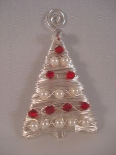 @ Coreen: This would make a beautiful necklace! Wire Ornaments, Christmas Ornaments To Make, Christmas Earrings, Noel Christmas, Christmas Decorations, Silver Christmas, Wire Crafts, Holiday Crafts, Jewelry Crafts