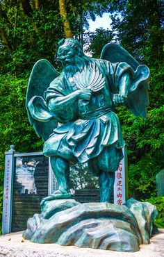 In front of the Yakuo-in Yuki-ji temple, first established in 744, two tengu stand guarding the temple area. Tengu is actually often depicted as evil-doing Youkai (monster spirits), but on the slopes of Mount Takao the tengu is actually acting for the good of the temple....