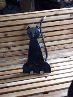 Gatto nero porta fortuna - Le panchine di Rodolfo Marasciuolo a Torino