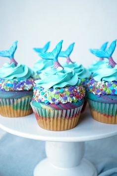 These fun and bright Mermaid Birthday Cupcakes are perfect for any mermaid-obsessed little girl! Colorful vanilla cupcakes are crowned with chocolate tails. Fairy Cupcakes, Cute Cupcakes, Ladybug Cupcakes, Kitty Cupcakes, Snowman Cupcakes, Lemon Cupcakes, Strawberry Cupcakes, Baking Cupcakes, Girl Birthday Cupcakes
