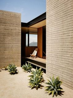 Mid-Century Modern House with Infinity Pool in Santa Monica Mountains – Design. - Mid-Century Modern House with Infinity Pool in Santa Monica Mountains – Design. Bungalows, Architectural Digest, Desert Homes, Architect House, Mid Century House, Modern Buildings, Maine House, Exterior Design, Architecture Design