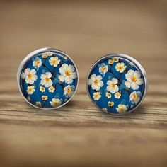 Stud Earrings – Silver spring earrings blue tiny white flower – a unique product by MadamebutterflyMeagan on DaWanda
