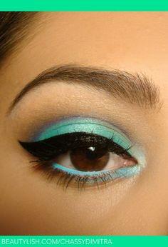 Aqua eye makeup