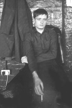 Ian Curtis (Joy Division) at TJ Davidson's rehearsal rooms, Manchester, August 1979 Joy Division, Ian Curtis, Punk Rock, Mtv, Rockn Roll, Band Photos, Music People, Music Icon, Post Punk