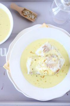 Dos de cabillaud, béchamel au safran (poached cod napped with a light saffron-scented bechamel sauce)