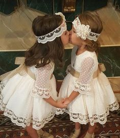 A line Long Sleeve Lace Flower Girl Dresses Above Knee Scoop Bowknot Baby Dress … Eine Linie Langarm Lace Flower. Lace Flower Girls, Lace Flowers, Flower Dresses, The Dress, Baby Dress, Little Girl Dresses, Girls Dresses, Junior Bridesmaid Dresses, Occasion Dresses