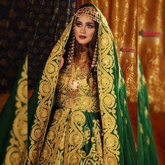 فستان عروس للحنة مع الطرحة من أزيائي Arab Bride, Bff Drawings, Arabian Beauty, Arab Women, Brown Girl, Bridal Makeup, Traditional Dresses, Pretty Dresses, Bridal Dresses