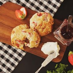 How to make Strawberry Scones.. Ingredients: 1 3/4 cups flour, 2 tsp baking powder, 3 tbsp sugar, pinch of salt, 3 oz. cold butter, cut into cubes, 8 strawberries, 1/3 cup milk, 1 2/3 oz. white chocolate, chopped