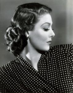 Loretta Young and her long-running years] NBC show made her Maybelline's Hollywood Madonna. Old Hollywood Glamour, Golden Age Of Hollywood, Vintage Glamour, Vintage Hollywood, Hollywood Stars, Vintage Beauty, Classic Hollywood, Pure Hollywood, Hollywood Icons