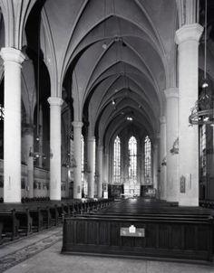 Interieur van de Kerk van O.L. Vrouw ten Hemelopneming (Biltstraat 123) te Utrecht: schip.1968