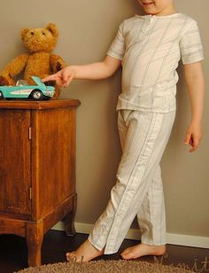 Kauluspaidasta pojalle. Recycling dress shirt, pants and t-shirt for boy. Sewing