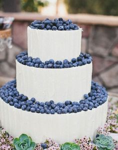 Perfect for a winter wedding. Or blueberry lover!