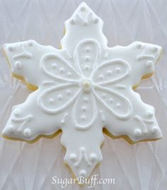 Snowflake Cookies – One dozen sparkly unique snowflake decorated cookies- 12 decorated sugar cookies – The Best Christmas Cookies Christmas Biscuits, Christmas Sugar Cookies, Holiday Cookies, Christmas Baking, Etsy Christmas, Summer Cookies, Valentine Cookies, Easter Cookies, Birthday Cookies
