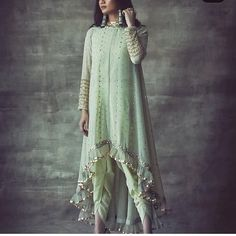 Top 9 Dussehra Outfits Inspirations That Are Trending in 2019 - Indian designer outfits - Designer Party Wear Dresses, Kurti Designs Party Wear, Indian Designer Outfits, Dress Designs, Salwar Designs, Designer Gowns, Blouse Designs, Shadi Dresses, Indian Gowns Dresses