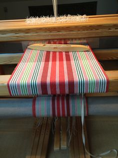 Christmas carpet Juleløber Dish Towels, Tea Towels, Loom Weaving, Hand Weaving, Striped Towels, Weaving Projects, Turkish Towels, Weaving Patterns, Weaving Techniques