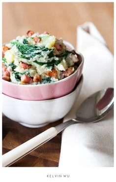A whole, incredibly yummy comfort food meal in a bowl: Mashed potatoes with ricotta, spinach and bacon. Lunches And Dinners, Meals, Side Dish Recipes, Dinner Recipes, Side Dishes, I Love Food, Good Food, Yummy Food, Yummy Yummy