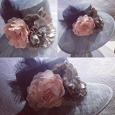 Espectacular este tocado #sencillo #elegante #nohacefaltamás #invitadaperfecta #bodas #grisplata y #rosanude #fashion #style #elegant #wedding #handmadeinspain @antitesisantitesis #javea #xabia #enjoylife