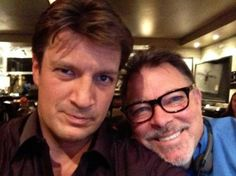 Nathan Fillion with Jonathan Frakes (occasional director on Castle and actor who played Riker on ST:TNG! Jonathan Frakes, Castle Season, Richard Castle, Sci Fi Series, Castle Tv, Nathan Fillion, Firefly Serenity, Geek Girls, Pretty People