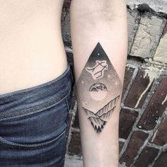 #tattoofriday - Jabuk Nowicz: tatuagens minimalistas, linhas finas e pontilhismo;