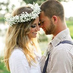 From big bold blooms to pretty daisy chains, this Summer's hottest accessory is flowers in your hair. {Image via Megan W Photography }