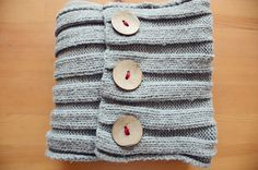 diy : buttoned up infinity scarf, same concept for a coffee mug warmer