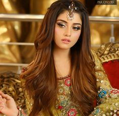 Pin by Social addict on alizey shah in 2019 Indian Wedding Hairstyles, Bridal Makeup Looks, Pakistani Bridal Dresses, Pakistani Couture, Bridal Photoshoot, Celebrity Outfits, Celebrity Beauty, Beautiful Girl Image, Stylish Girl