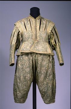 Doublet and hose, 1625-1630, from Saxony. Outer material is Italian lampas woven silk, lining silk satin. Buttons are thread worked on a wooden base.