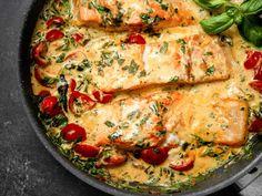 Toskansk laxgryta – recept med spenat och tomat | Aftonbladet Tasty, Yummy Food, Sweet And Salty, Kimchi, Lchf, Keto Recipes, Food And Drink, Chicken, Dinner