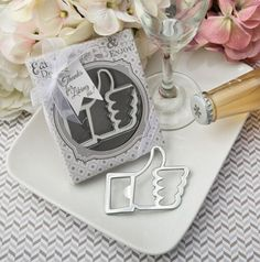 DHL 50pcs Wedding Favors and gifts Facebook smiley Like Bottle opener Party Guests gift box Bridal shower gifts For liking us