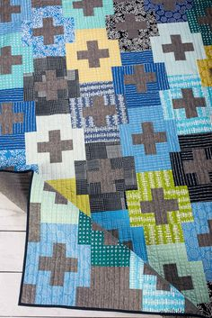 How to take photos of quilts: Ten photos to take of quilts by Emily of Quiltylove.com. Find out the top ten photos to take of each quilt that you make.