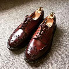 Tricker's Hammingbirds'hillで買ったクレイジーパターンのコードバン製 好きなんですがやっぱり夏場は避けがちです #trickers #hummingbirdshillshop #hummingbirdshill #cordovan #shoes #shoecare #トリッカーズ #ハミングバーズヒル #コードバン #紳士靴 #革靴 #靴磨き