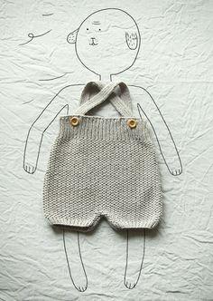 Marcel,culotte courte avec bretelles 100% coton. boutons en bois. coloris gris souris. #tricotretro