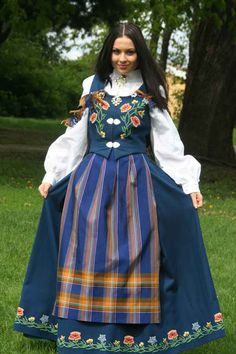 Nordlandsbunad - traditional Norwegian costume - this is the bunad from where my grandfather (bestefar) is from. Traditional Fashion, Traditional Dresses, Norwegian Clothing, Norwegian Style, Norwegian Air, Beautiful Norway, Costumes Around The World, Beauty Around The World, Ethnic Dress