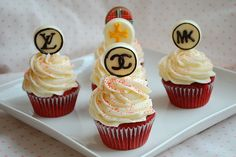 cupcakes. Chanel, Louis Vuitton, Michael Kors, Tory Burch, Burberry cupcake decor