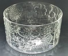 Listed is a 7 Round Crystal Oiva Toikka Bowl by Iittala in the Flora Pattern, with Raised Floral Design Iittala is know for, in excellent condition. East Liverpool, Flora Pattern, Vintage Restaurant, Vintage Kitchenware, Double Chain, Drop Necklace, Floral Bouquets, Madness, Glass Art