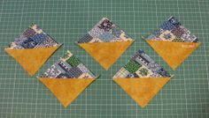 half square triangles made easy Tutorial háromszögek két csíkból Half Square Triangles, Make It Simple, Coasters, Signs, Sewing, Cards, Easy, Scrappy Quilts, Dressmaking