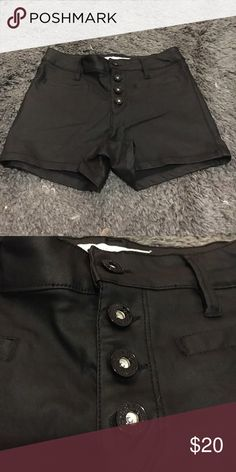 ✨SALE✨leather shorts Guess size us 25, worn once! Guess Shorts