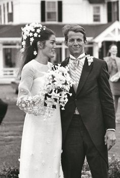 In the '60s, daisies in the bride's hair was definitely a trend.